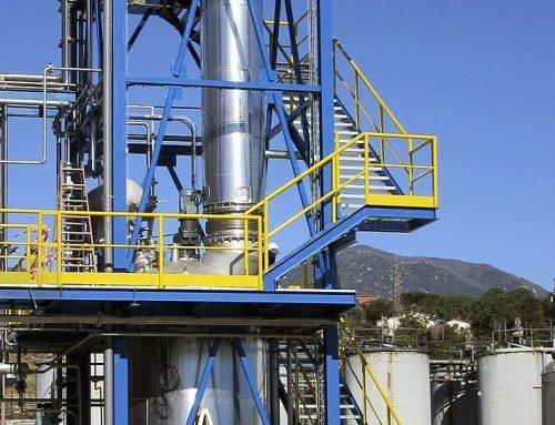 Torre metálica industrial en Gualba