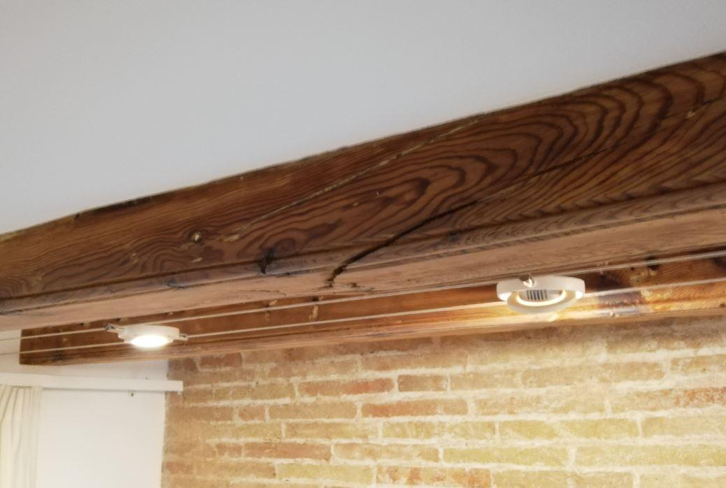 viga de madera afectada
